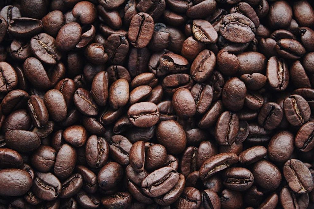 Grains de cafés noirs