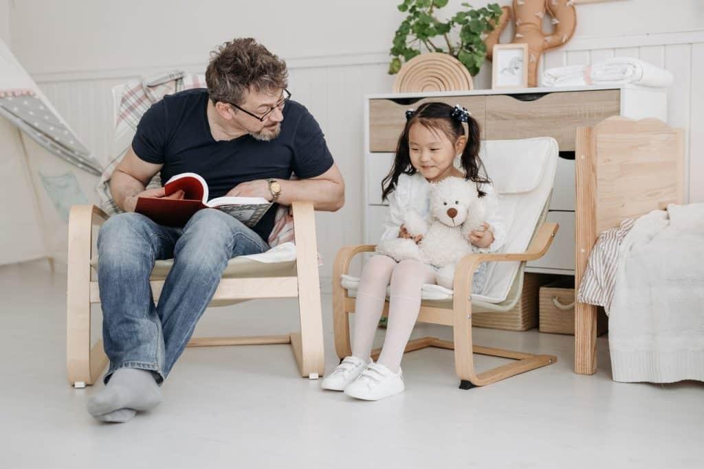 Parent à l'écoute, discussion entre un père et sa fille